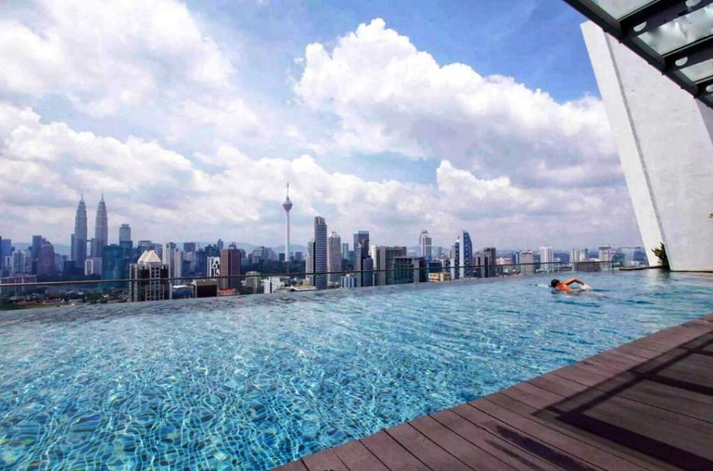 Best price on regalia suites klcc infinity pool comfort - Homestay in kuala lumpur with swimming pool ...