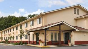 Super 8 By Wyndham Newburgh/West Point Stewart Intl Airport