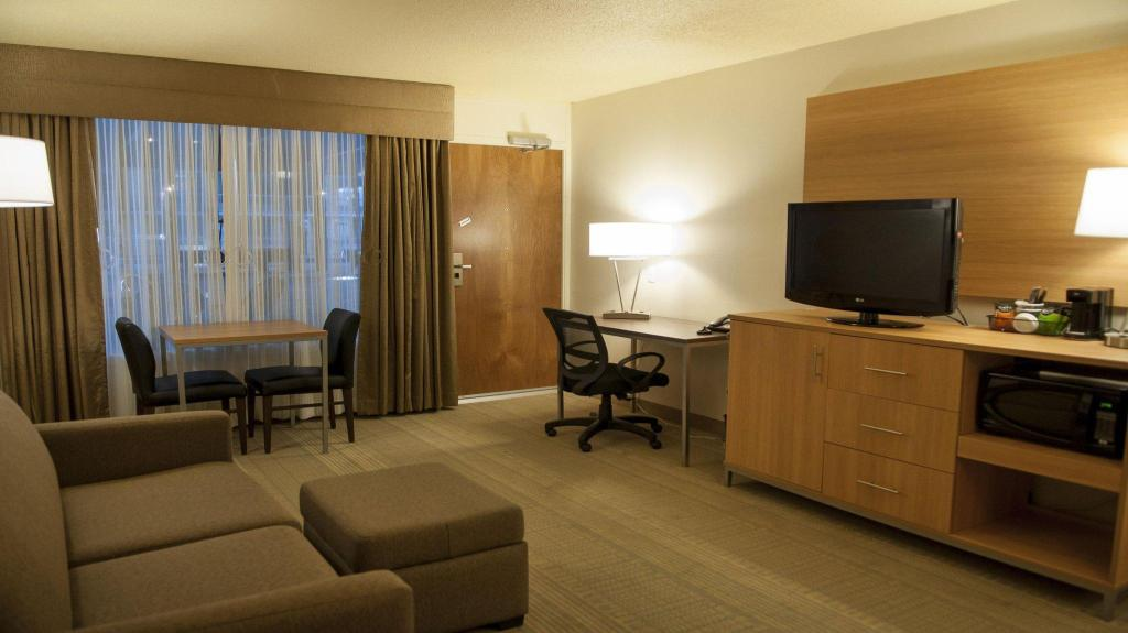 1 Bedroom Suite Non-Smoking Holiday Inn Spearfish-Convention Center