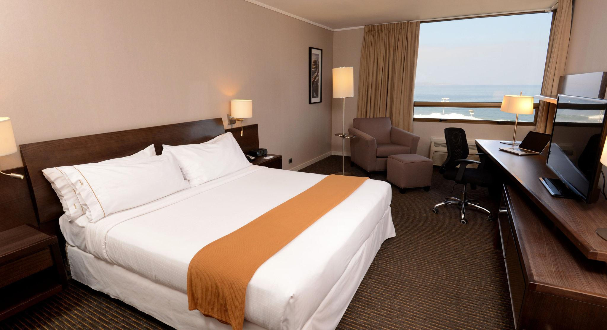 1 King Bed Ocean View Non-Smoking