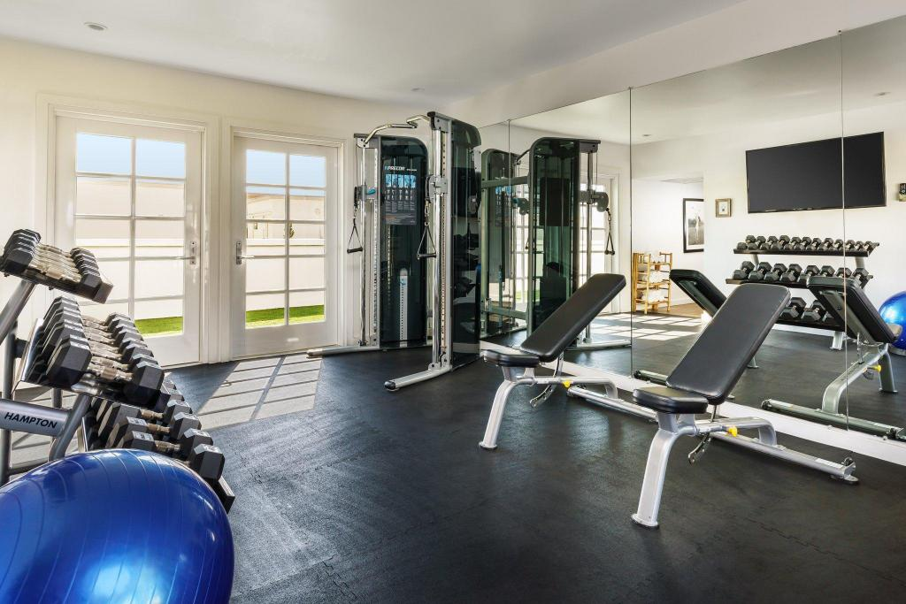 Fitness center Luxe Rodeo Drive Hotel
