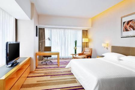 Comfort Room, Guest room, 1 King Four Points by Sheraton Guangzhou, Dongpu