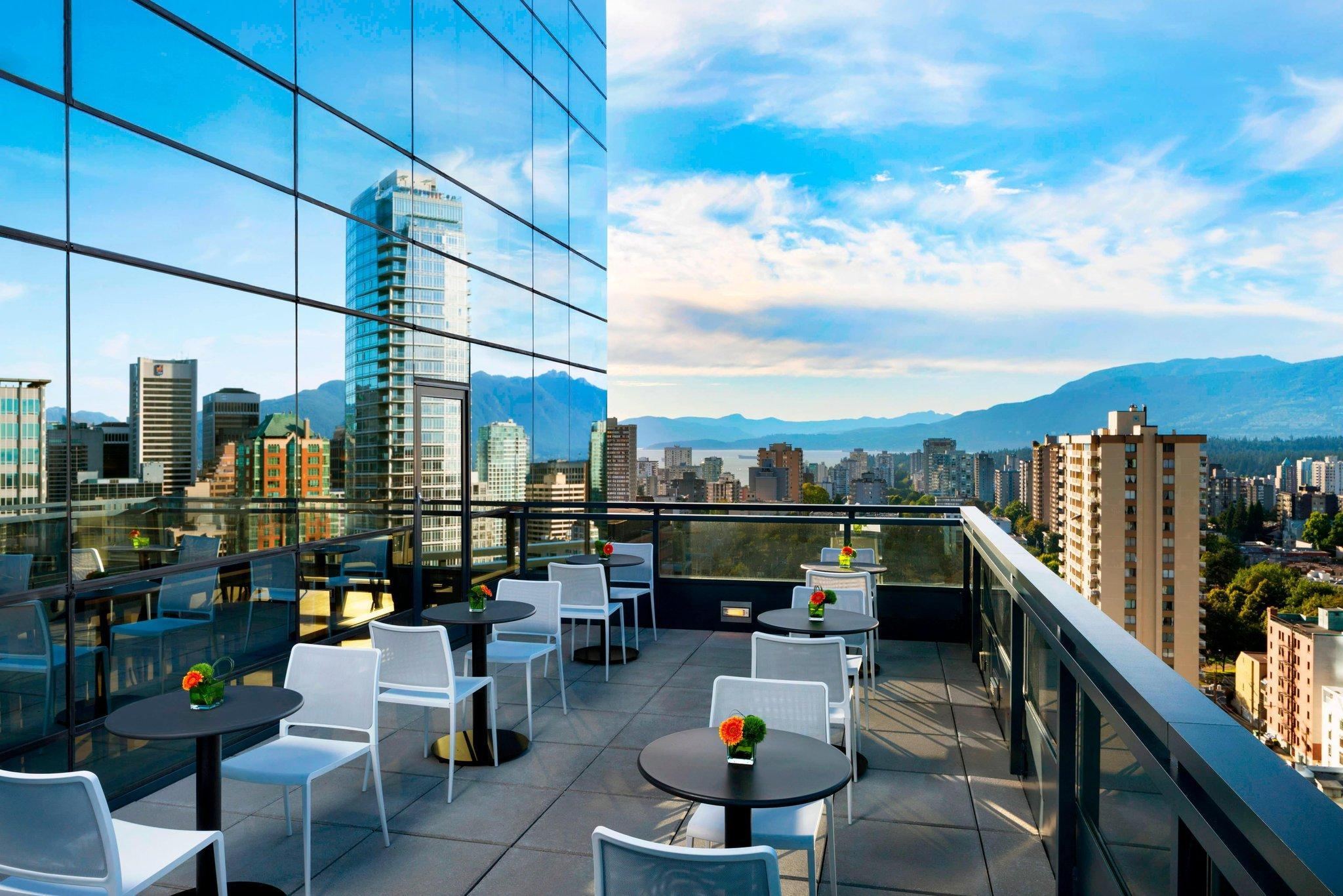 Club level, 1 Bedroom Executive Suite, 1 King, City view