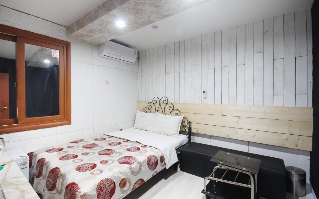 Standard Double Bed Room - Room plan Goodstay Queen Motel  Seogu
