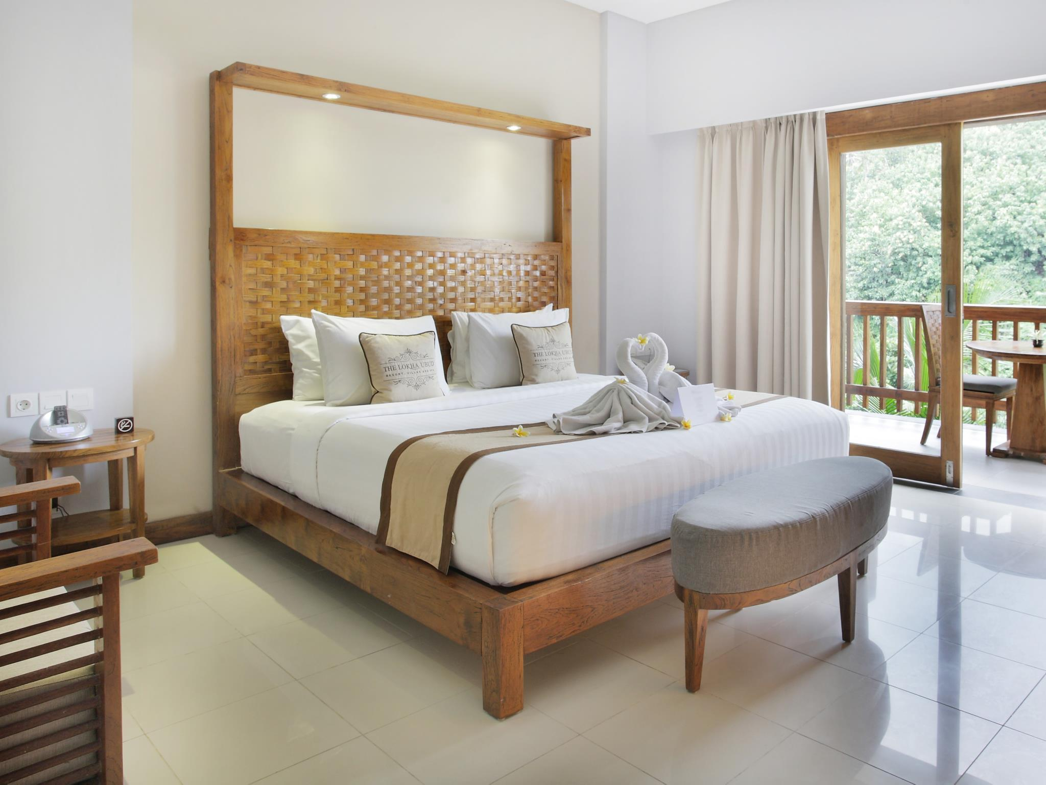 Kamar Double Deluxe – Paket Bulan Madu (Deluxe Double Room - Honeymoon Package)