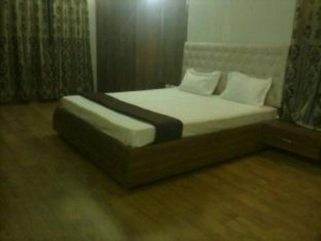 Executive Suite - Guestroom Honey Hospitality Service Apartment-Magarpatta
