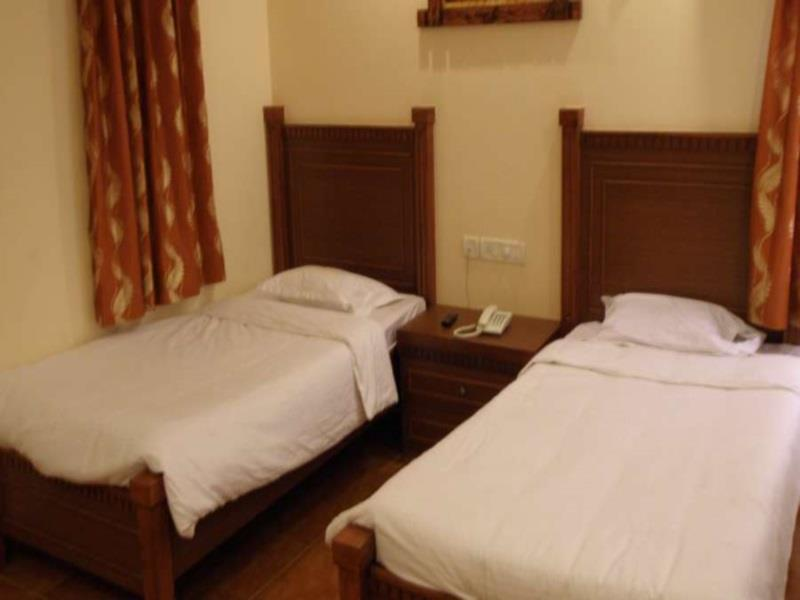 Deluxe Twin Share Room
