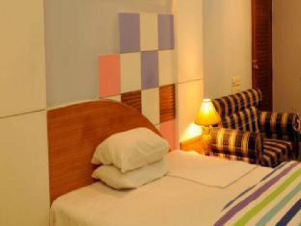 Single Deluxe Room - Guestroom Hotel Golden Deer Ltd.