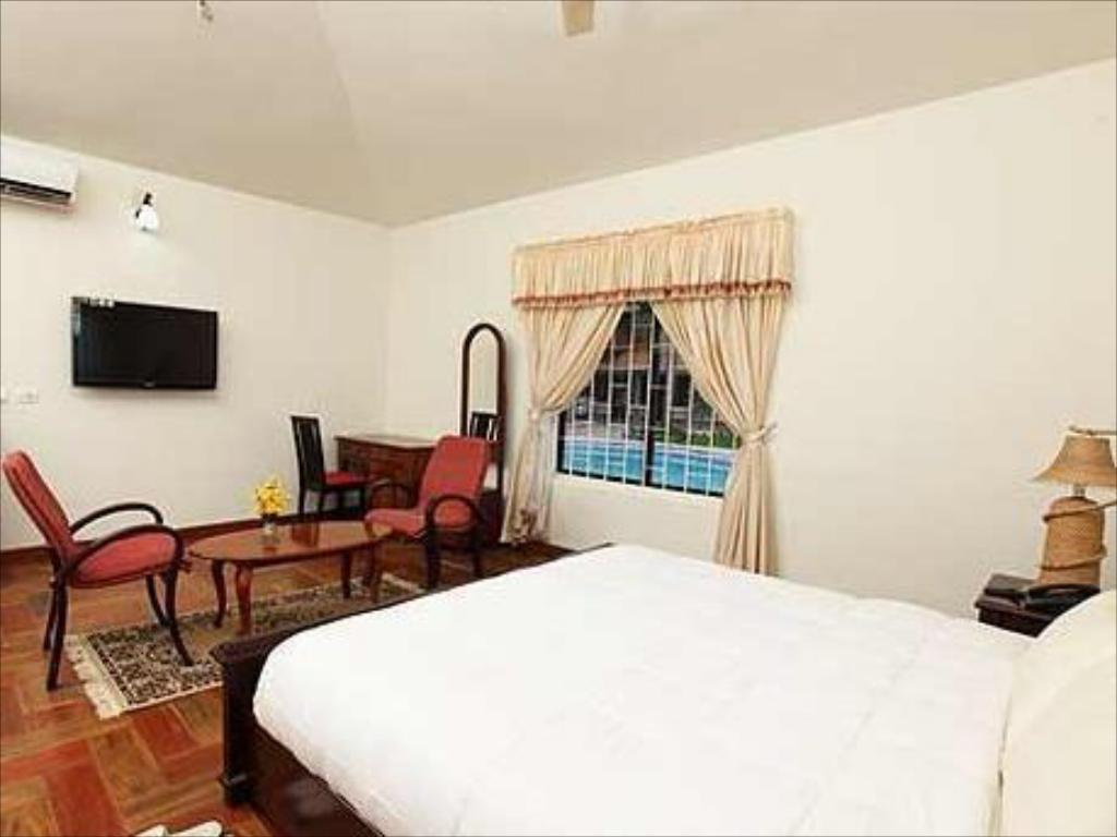 Pool View Deluxe Room - Guestroom Shimpos Lake Bounty Resorts