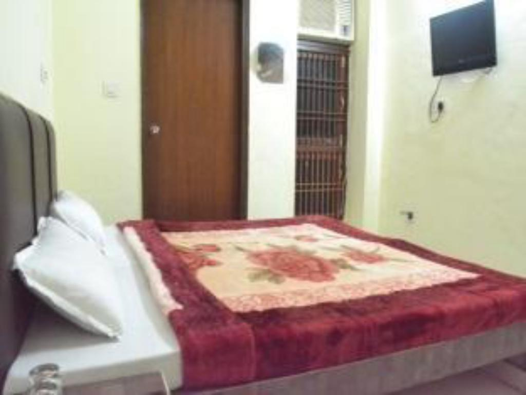 Standard Room Hotel New Vijay Plaza