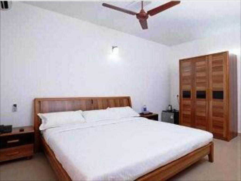 Standard AC Room - Katil Lake Gardens Resorts