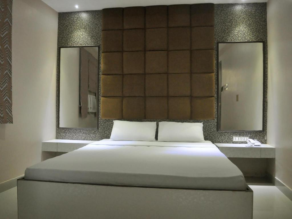 Standard Deluxe Room - Bed Hotel Eastern Plaza
