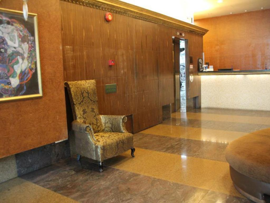 Lobby Classique Hotel (SG Clean Certified)