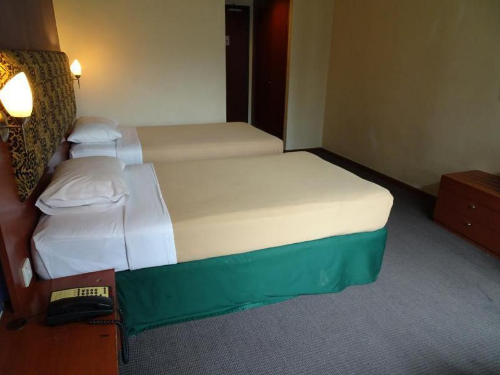 Standard Twin Strand Hotel (SG Clean Certified)