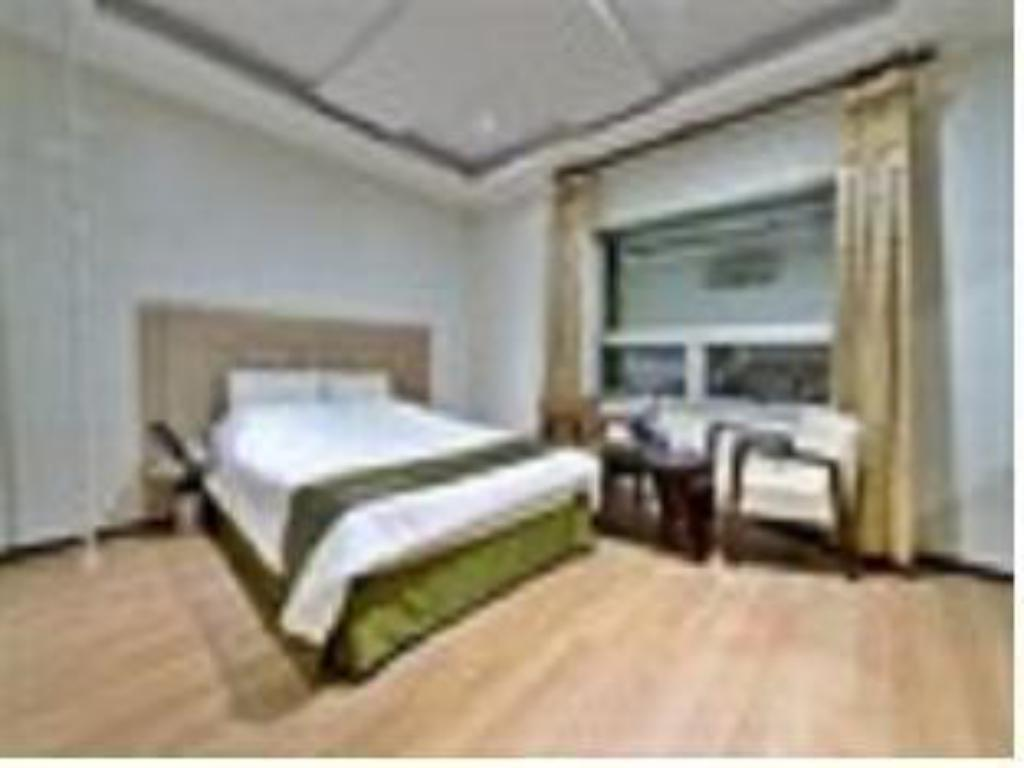 Standard Double Bed - Guestroom Bellagio Tourist Hotel