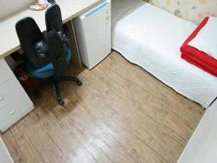 Habitació de negocis A bany compartit (Business Room B Shared Bathroom)