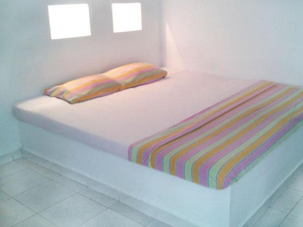Basic Double Room - Bed Little Paradise Guest House