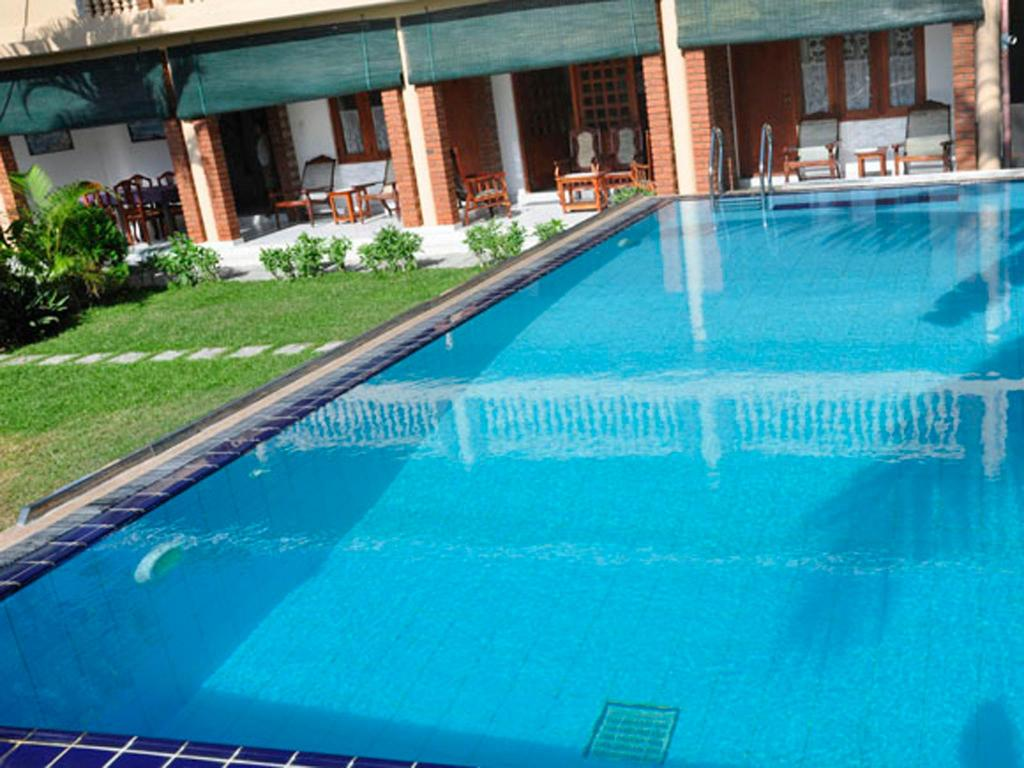 Swimming pool Little Paradise Guest House