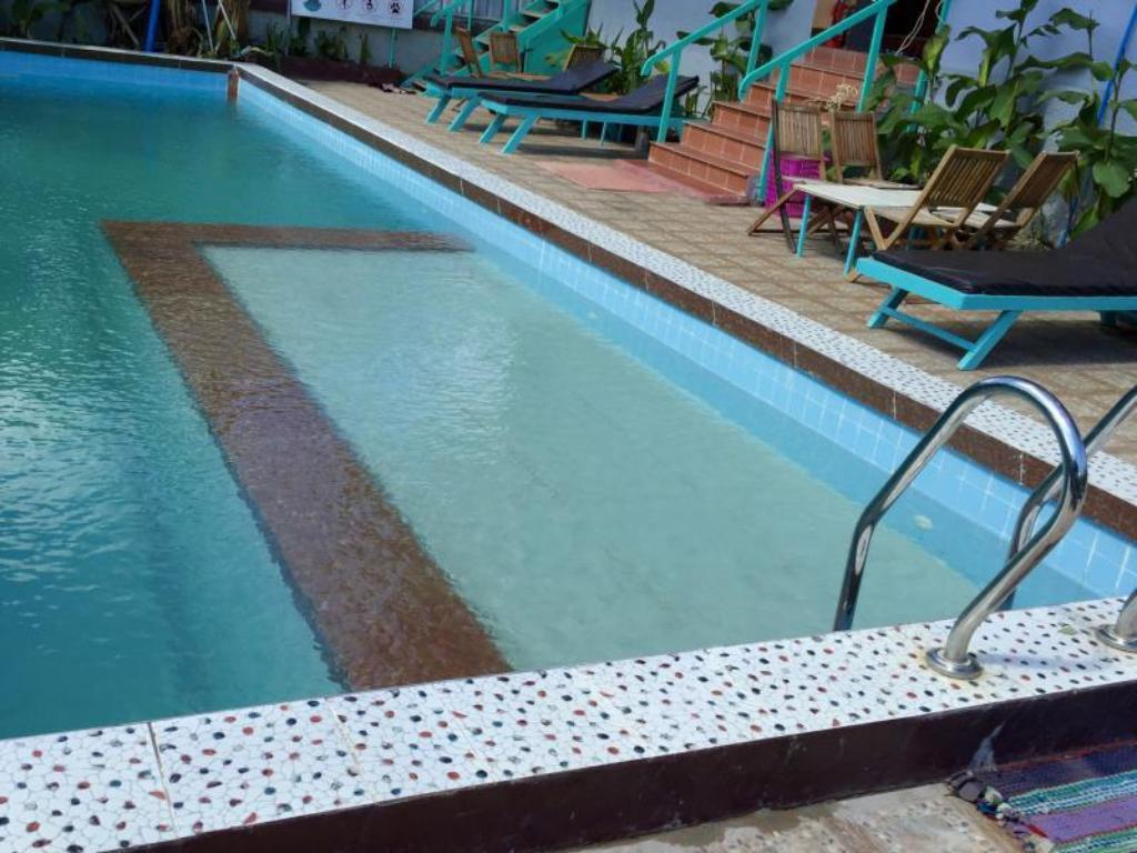 Swimming pool River Dolphin Hotel