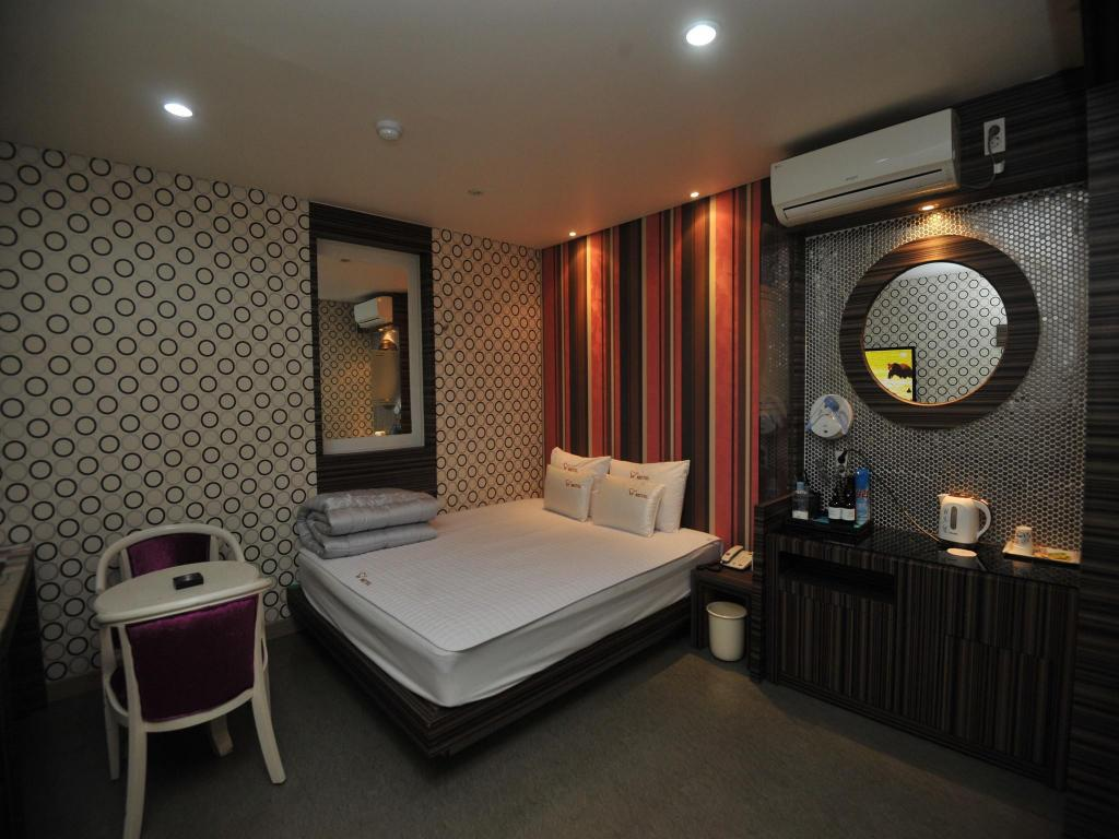 Standard Double Bed - Guestroom W Motel Seomyeon