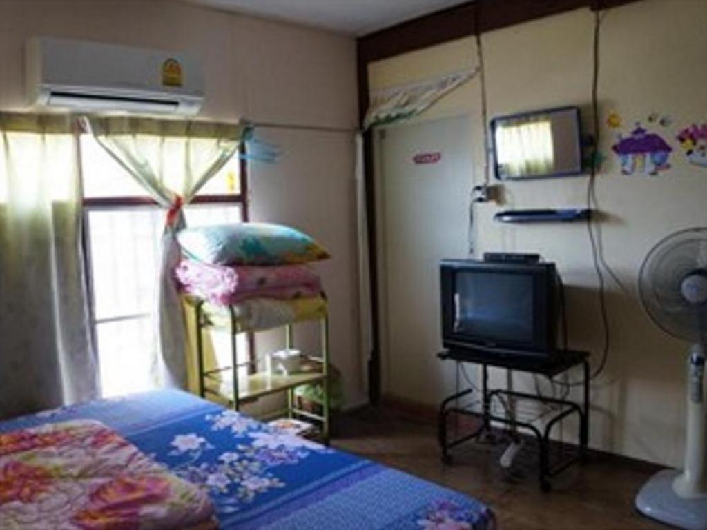 Standard Air Conditioning - Guestroom URO Friendship Guesthouse