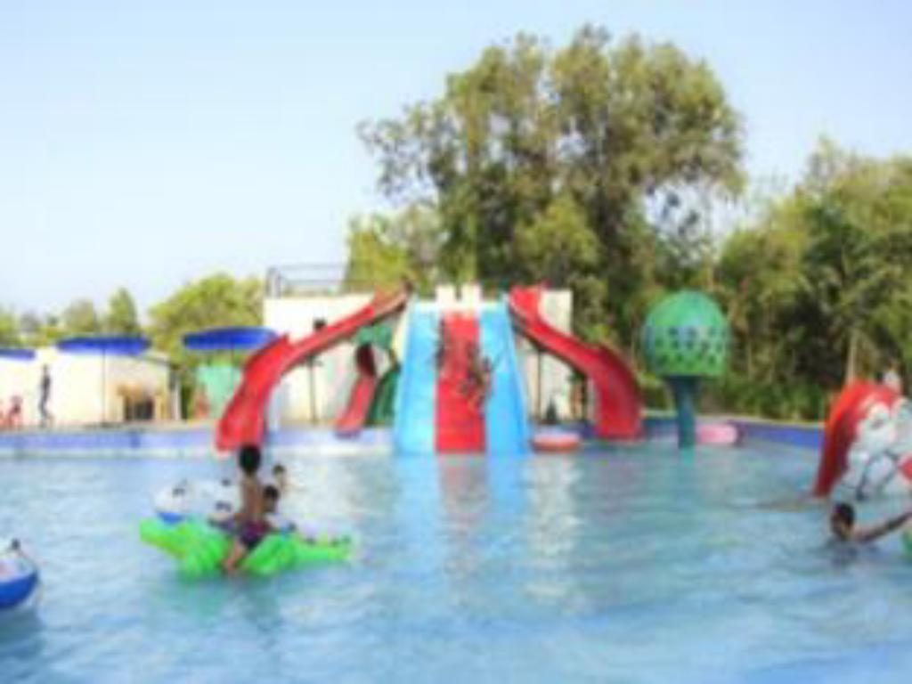 Piscina Dadra Adventures Resort