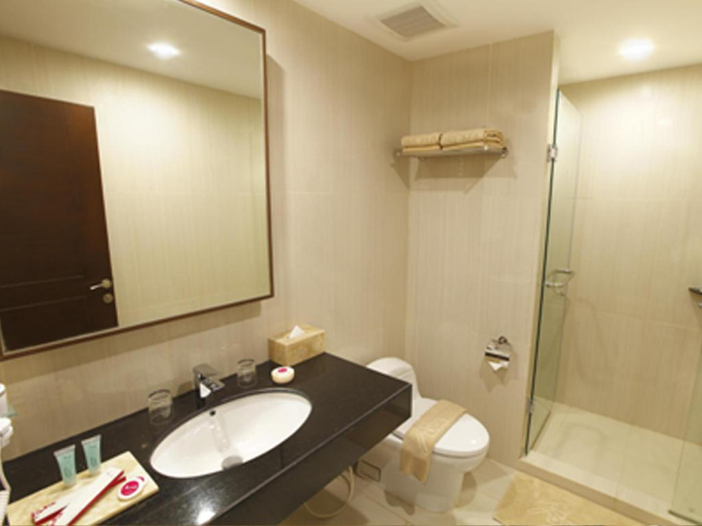 Bathroom Orchardz Hotel Bandara