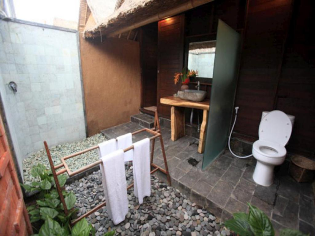 Bathroom TS Hut Lembongan