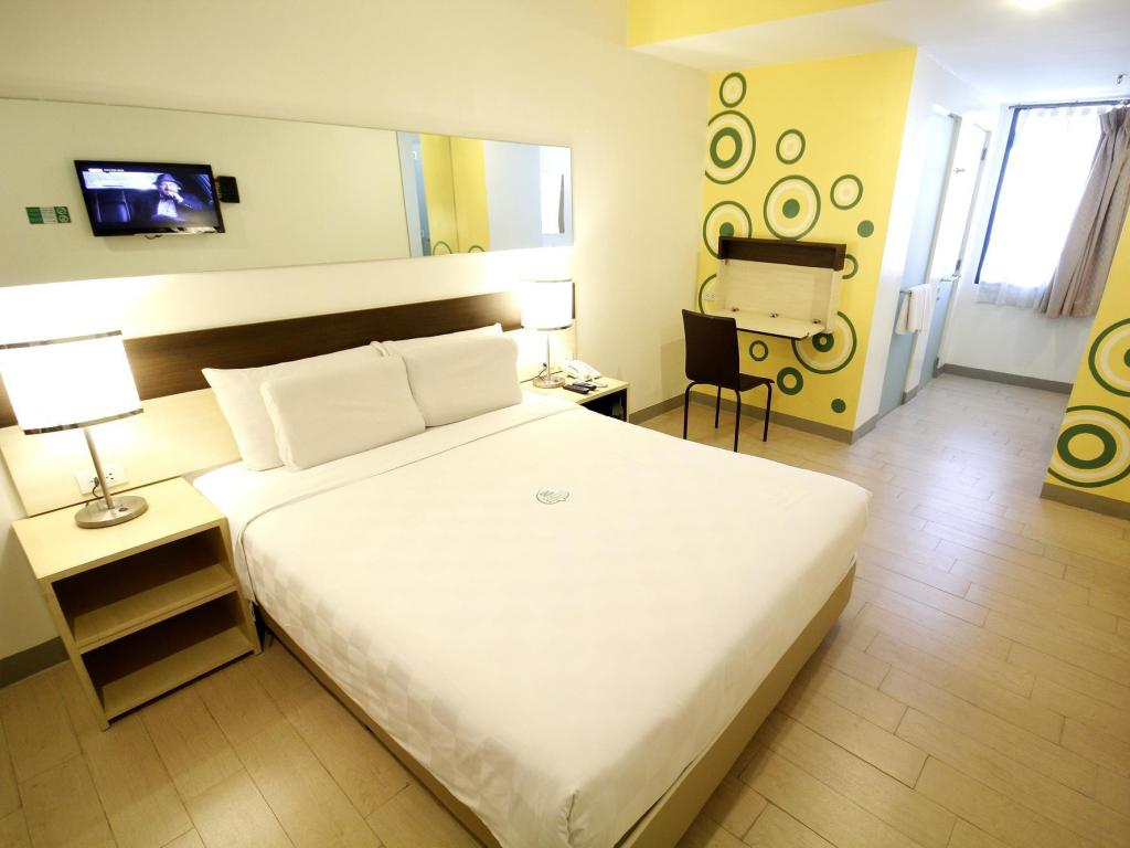 Queen Room - Non-Smoking - Bed Go Hotels Otis-Manila
