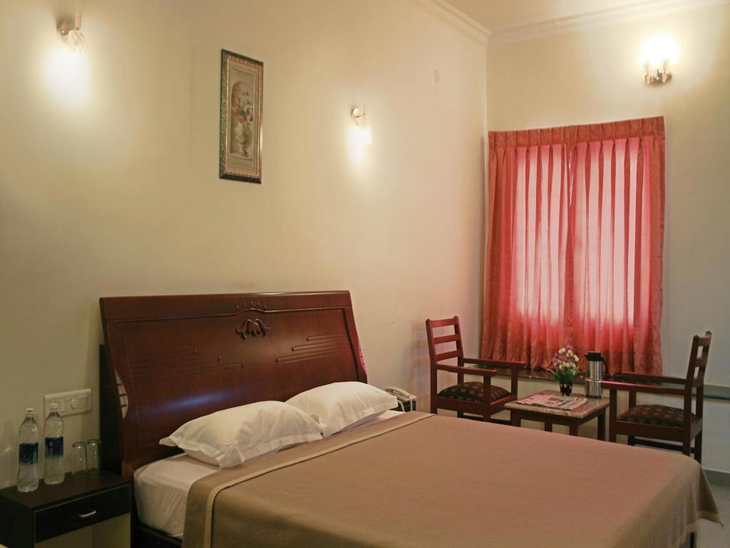 Standard Room Non-Air Conditioning - Room plan Hotel Kumararraja Palace
