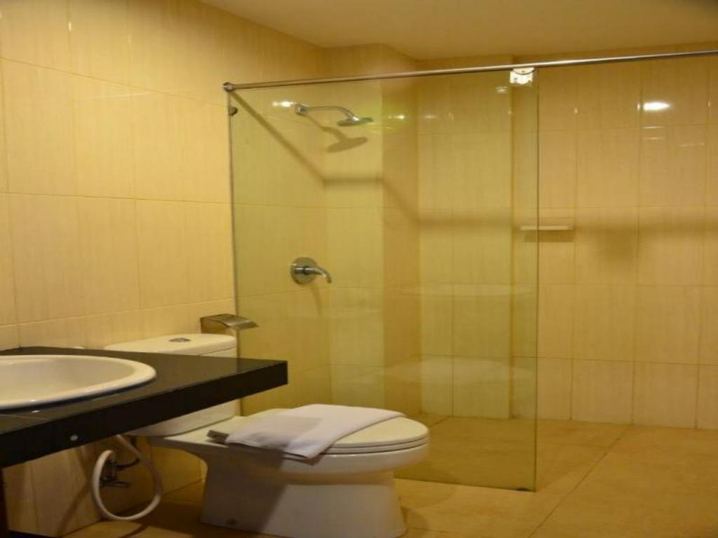 Junior Suite - Bathroom Hotel Gajahmada