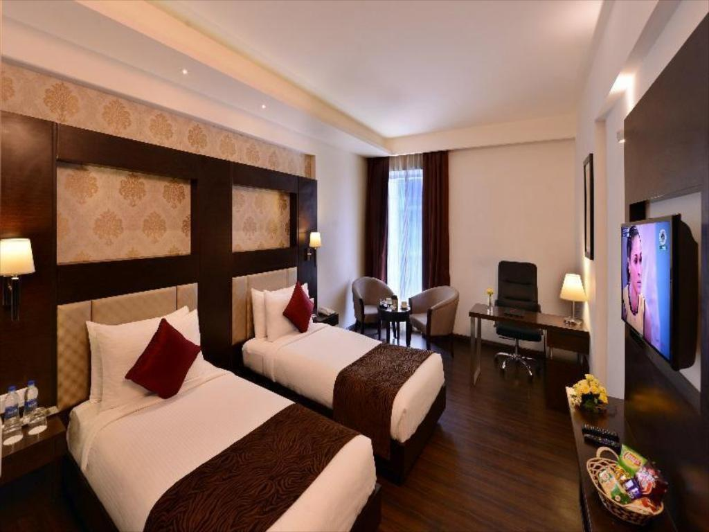 Deluxe Room - Guestroom Jagrati Lords Inn