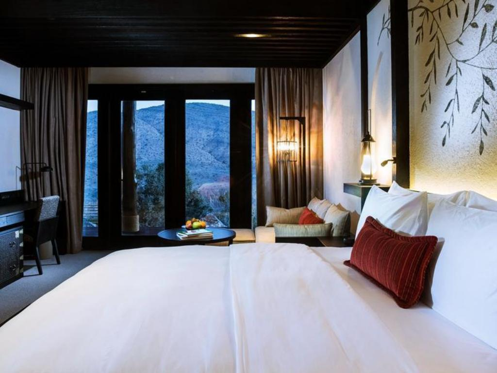 Mountain View Suite with Double Bed - Guestroom Alila Jabal Akhdar