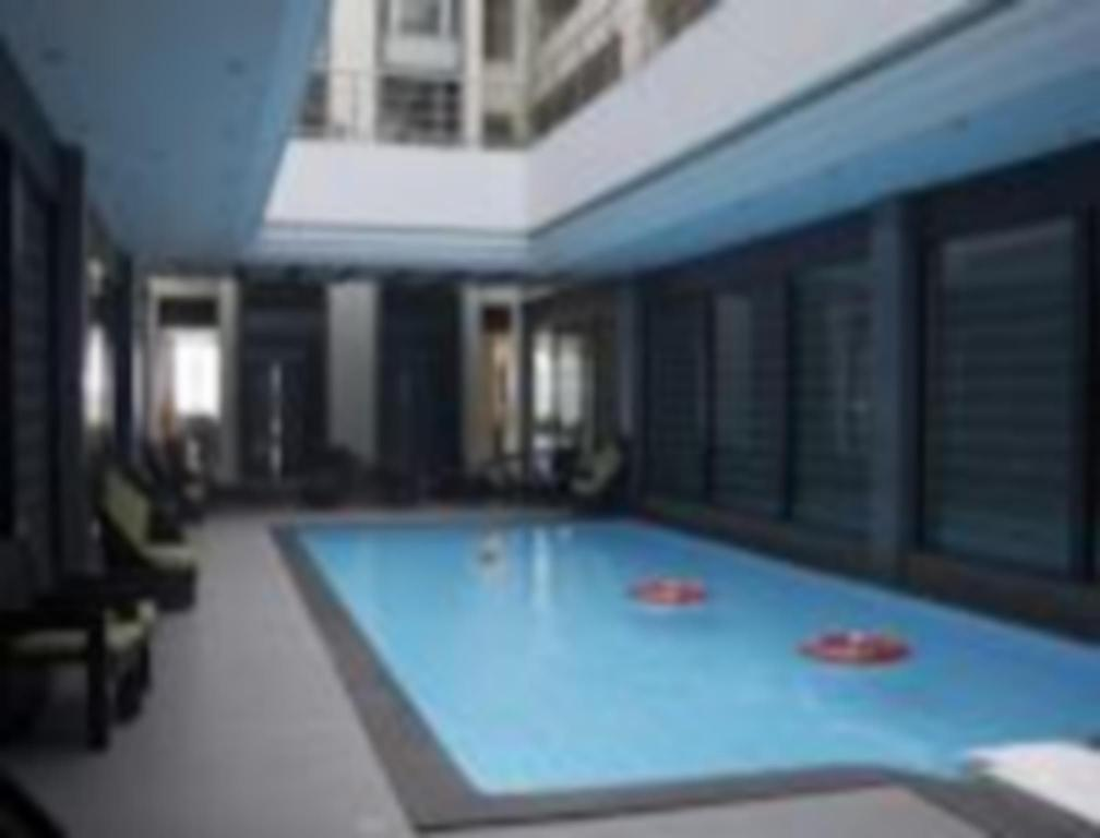 Swimming pool Hotel Suba Grand