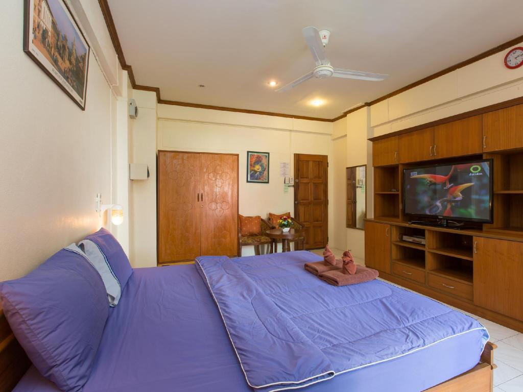 Studio with Kitchenette (2 Adults) - Bed Patong Studio Apartments