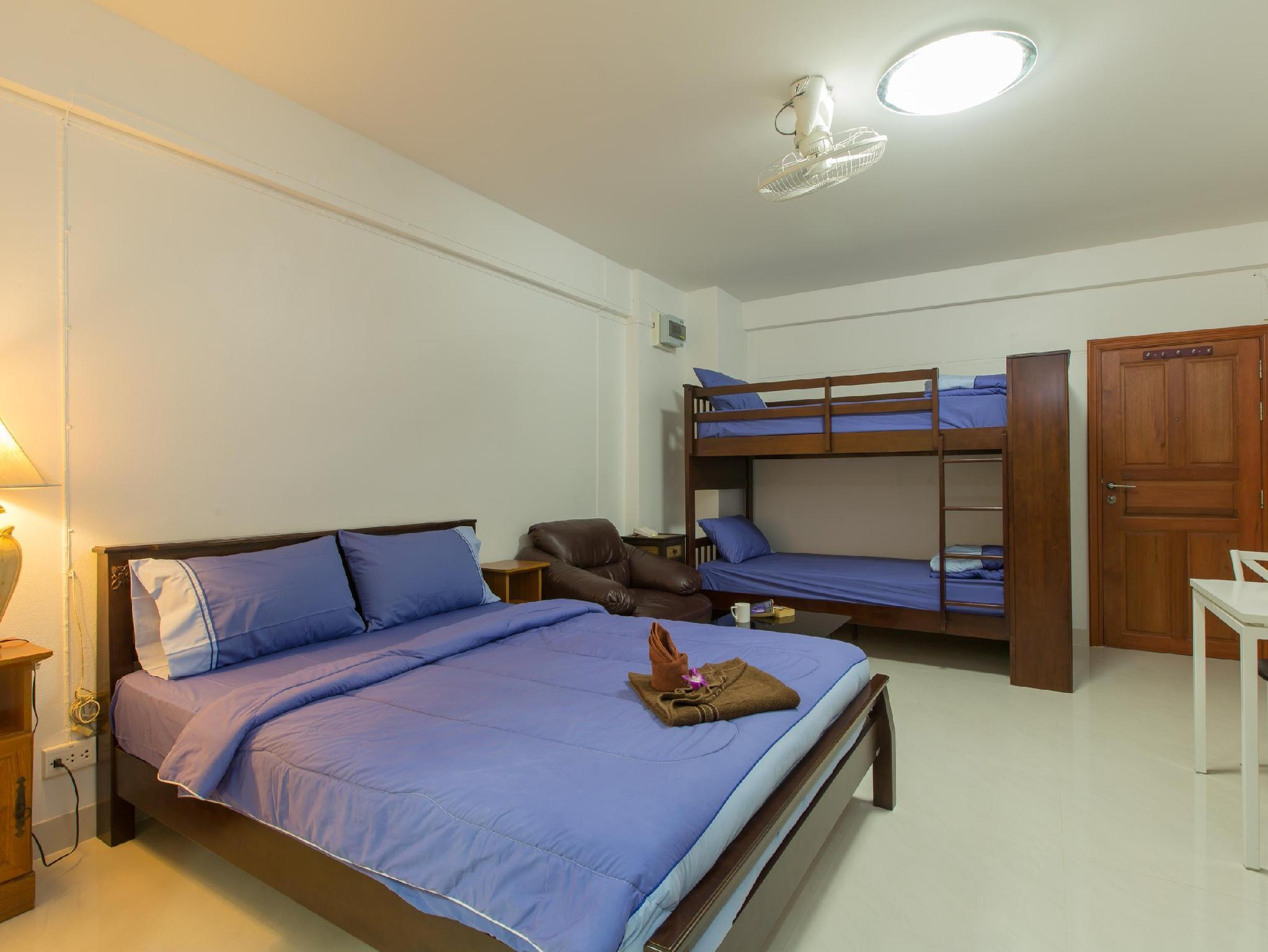 Studio with King Bed And Bunk Bed For 4 Persons