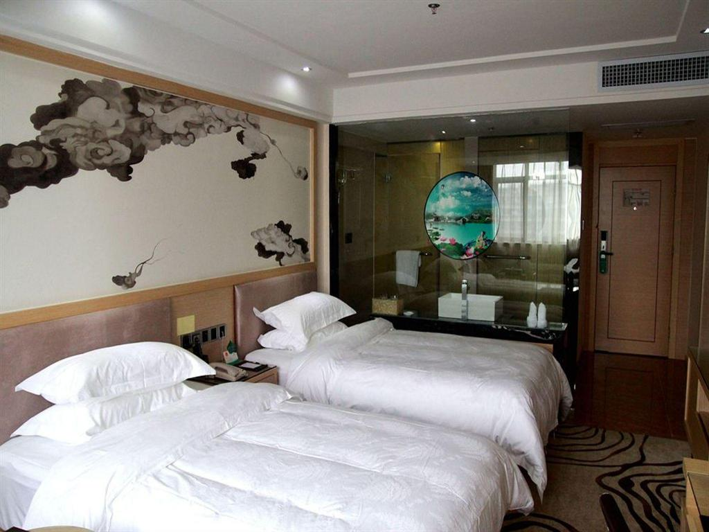Deluxe Double or Twin Room with Single Breakfast
