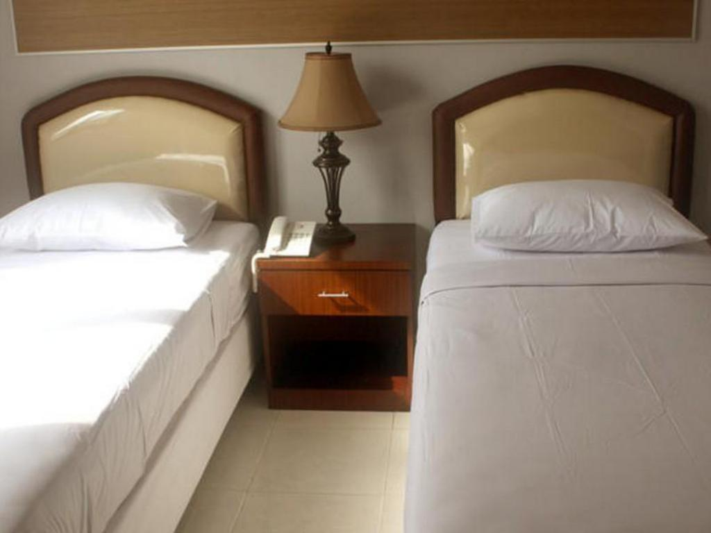 Standard Twin - Bed Graha Kardopa Hotel & Convention Hall