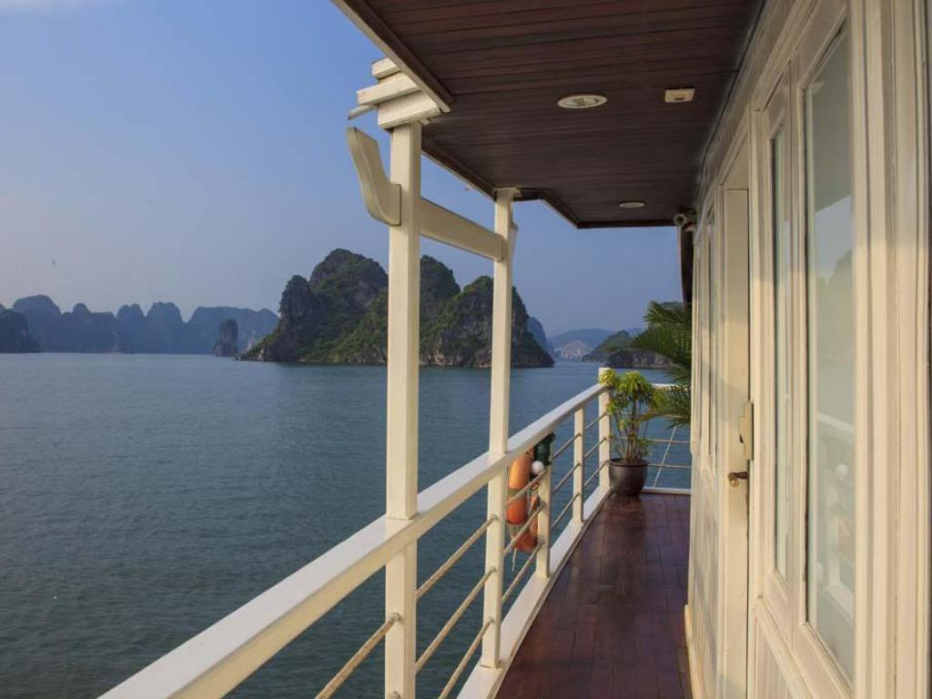 Balcony/terrace Carina Cruise Halong Bay