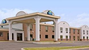 Days Inn & Suites by Wyndham Wynne