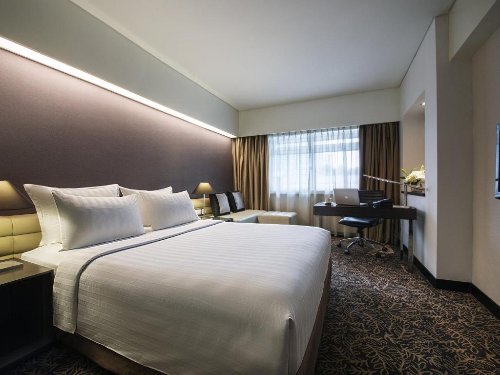 Superior Room 1 Queen Bed Pullman Jakarta Indonesia