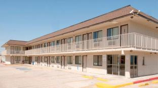 Americas Best Value Inn & Suites Groves Port Arthur