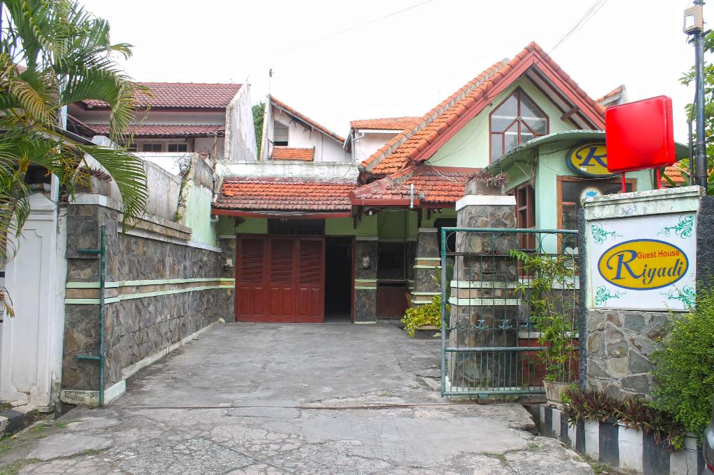 More about Riyadi Guest House Surabaya