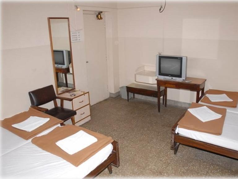 三床客房 (Three Bedded Room)