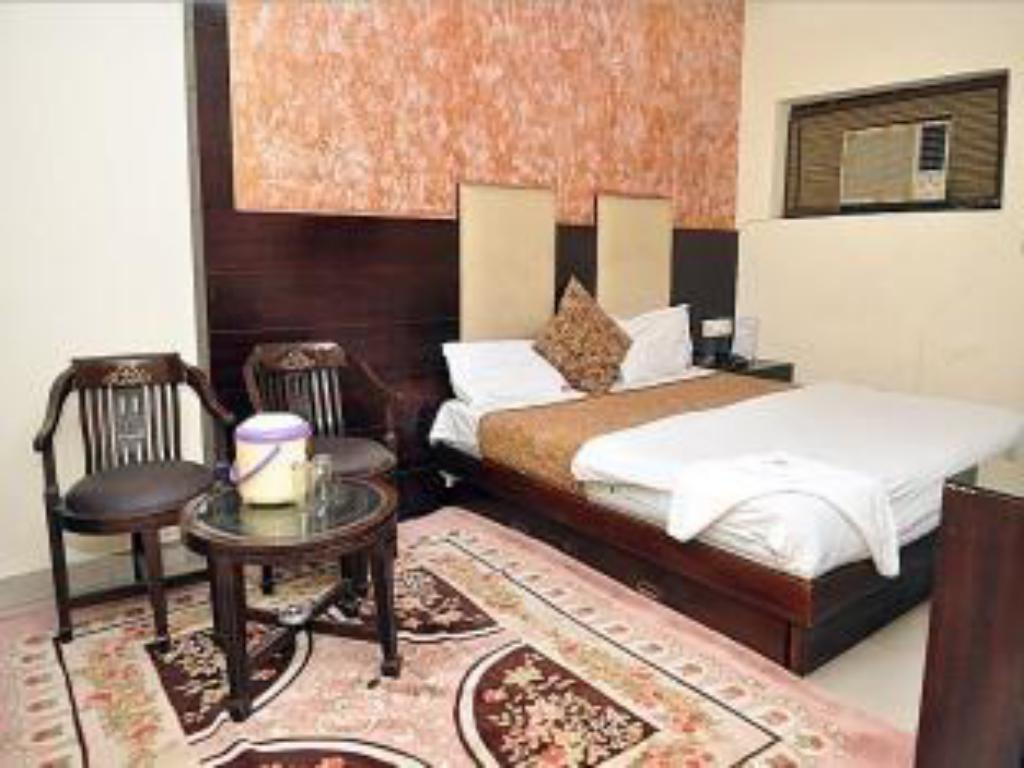 Deluxe Room - Guestroom Hotel India Continental