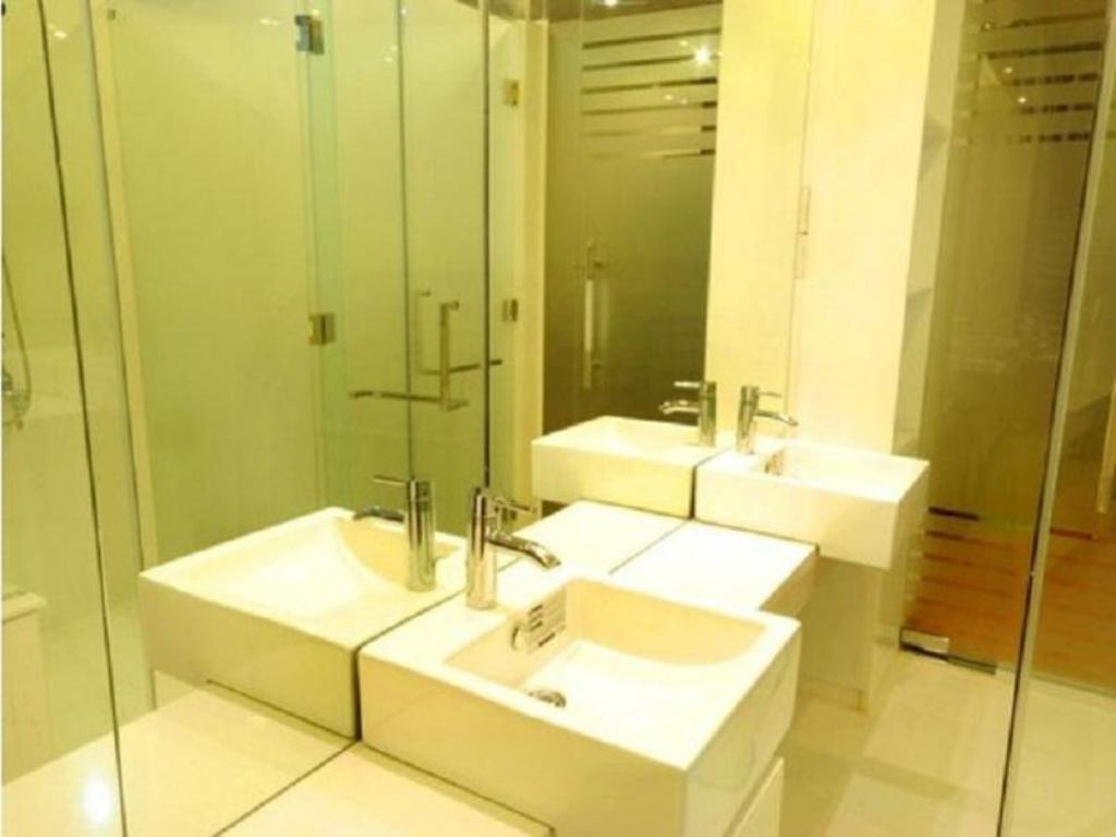 Baño Lucky Residence Suites