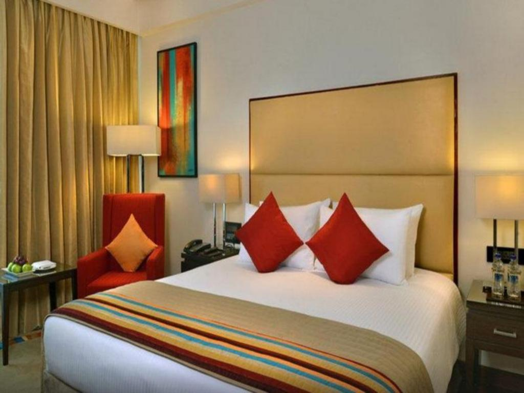 Superior Room - Bed Park Plaza Zirakpur