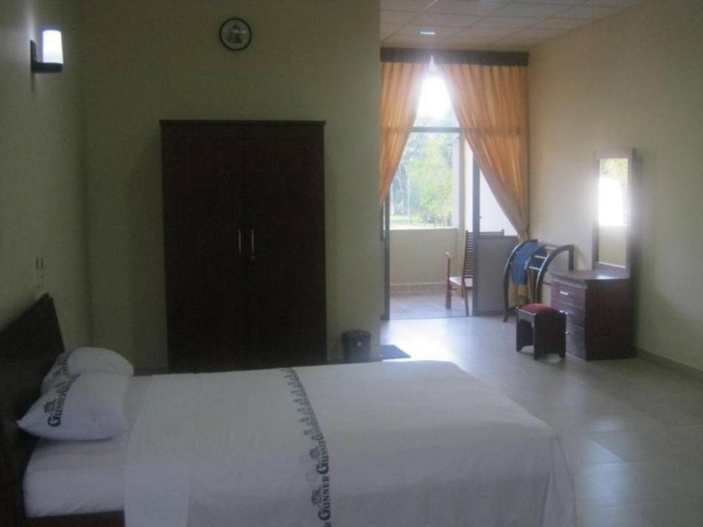 Double Bed Room - Guestroom Gunners Club - Minneriya
