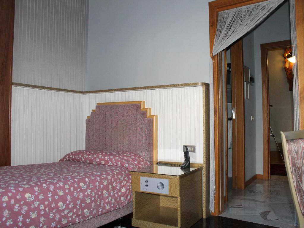 Single - Guestroom Hotel Costellazioni