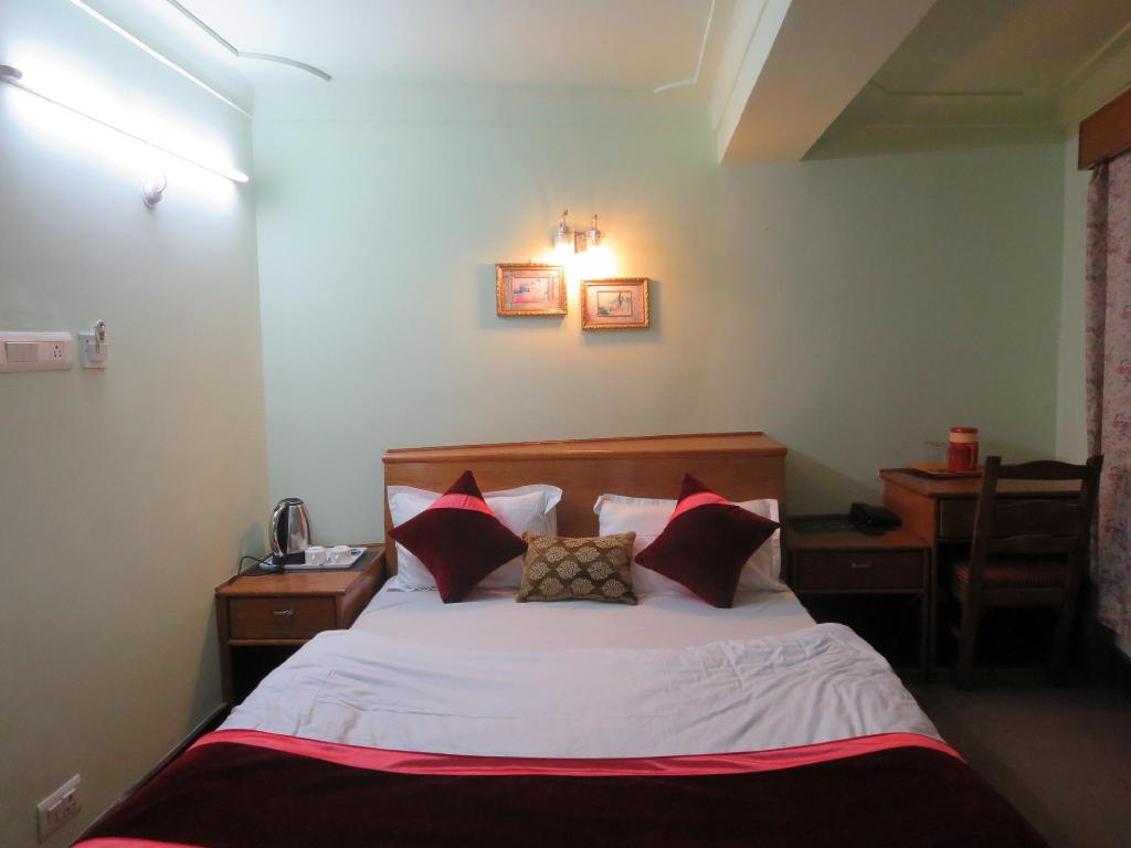 Standard Two Double Bed - Bed Hotel Tse Ka Residency